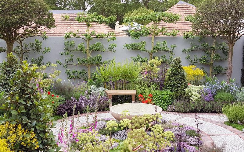 North-Leeds-Garden-Design-pic-5-Jekka-McVicars-courtyard ...