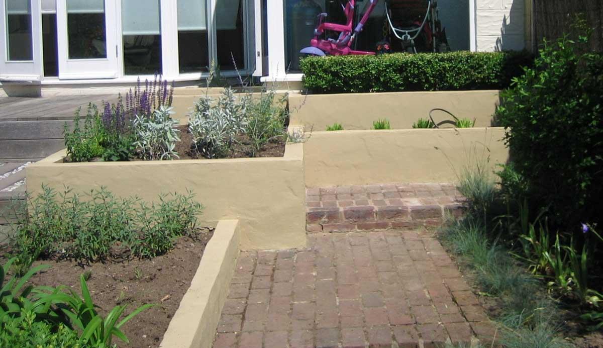 Chic_courtyard_garden_Oakwood_herbs_render_3