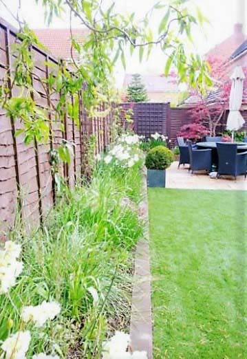 4. Year_round_garden_Meanwood_spring_border