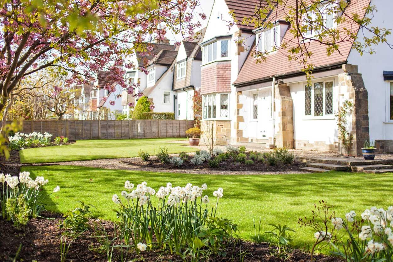Low-maintenance-large-garden-6