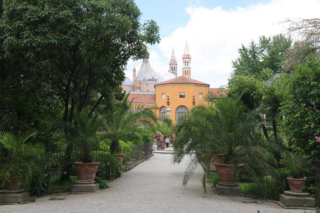 Favourite-Gardens-in-Europe-3
